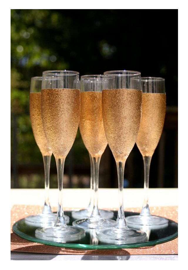 we ❤ this!  moncheribridals.com  #glitterchampagneglasses