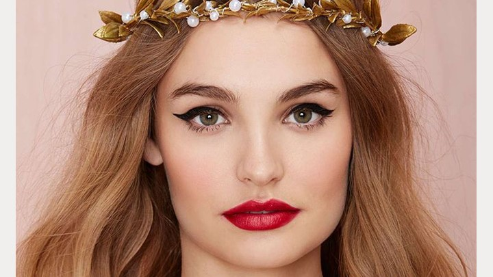 Soft Eyes & Red Lips - 10 Beautiful Looks