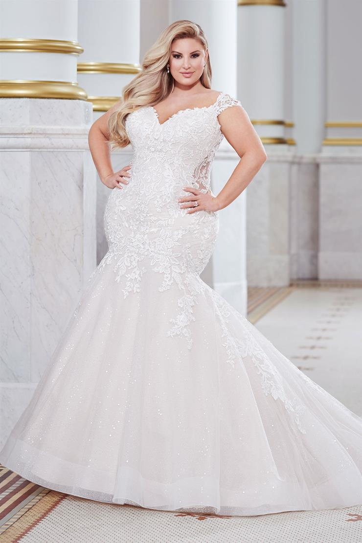 Belleau Form-fitted plus size mermaid gown with lace cap sleeves